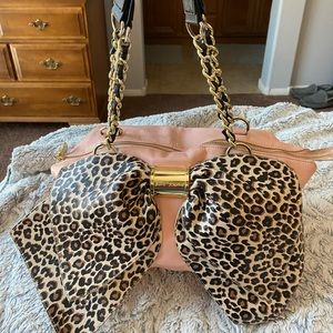 💋BETSEY JOHNSON Leopard Bow-nanza Satchel